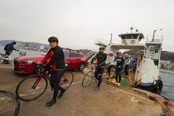 尾道水道を渡船で向島へ。ここからは自転車に最高の環境のしまなみ海道だ
