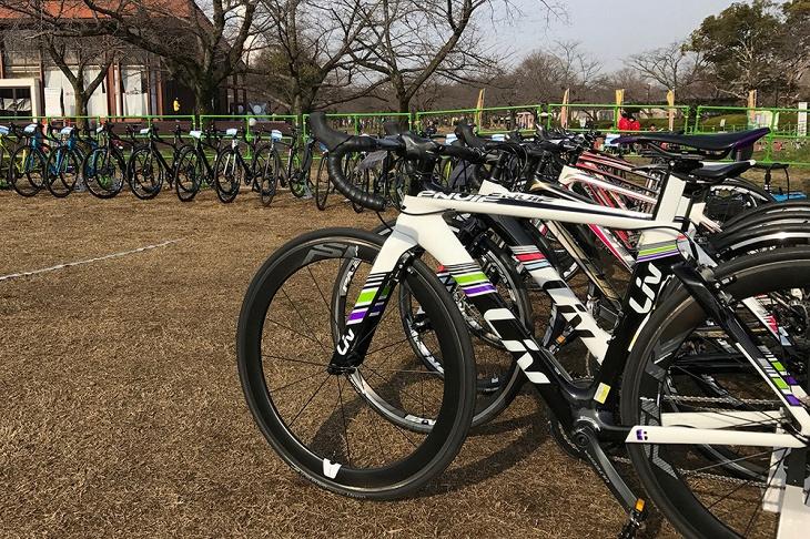 カーボンロードバイクを中心に計10台の試乗車が用意される