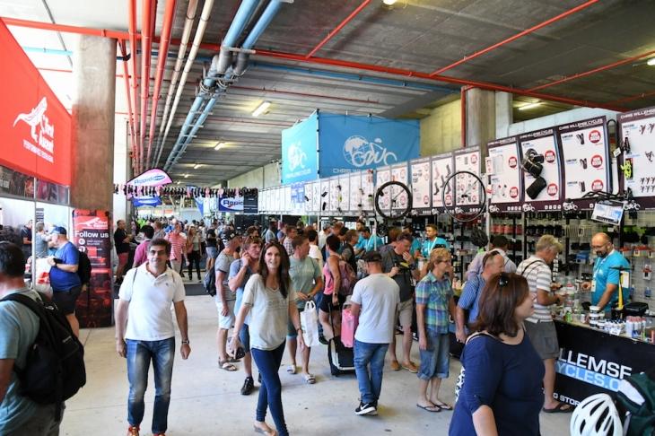 多くの参加者で賑わいを見せる大会エキスポ会場