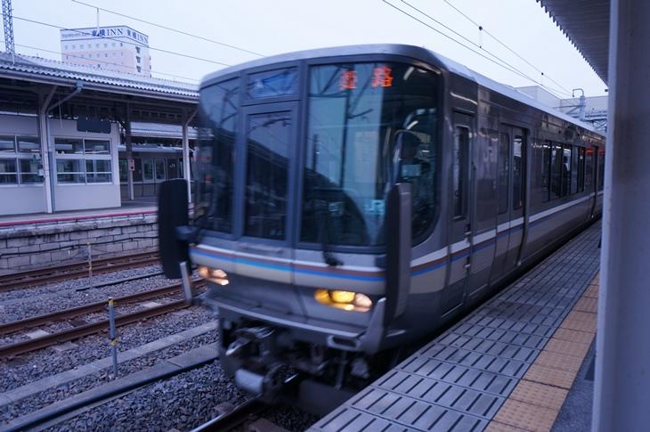 米原~姫路間を結ぶ新快速は速くて快適な18きっぱーの強い味方