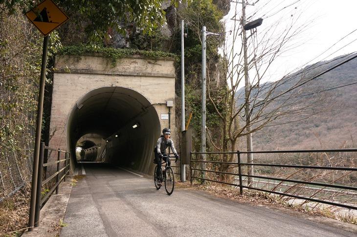 吉井川沿いのトンネル区間。活きていた頃の景色を想像してしまいます