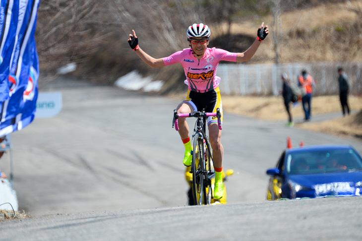 女子 残り2周を逃げ切った唐見実世子(弱虫ペダルサイクリングチーム)が優勝