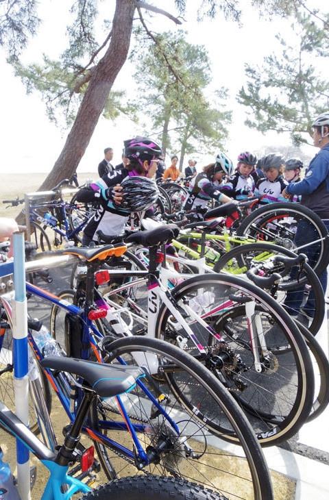30台以上の女子バイクがスタンバイ
