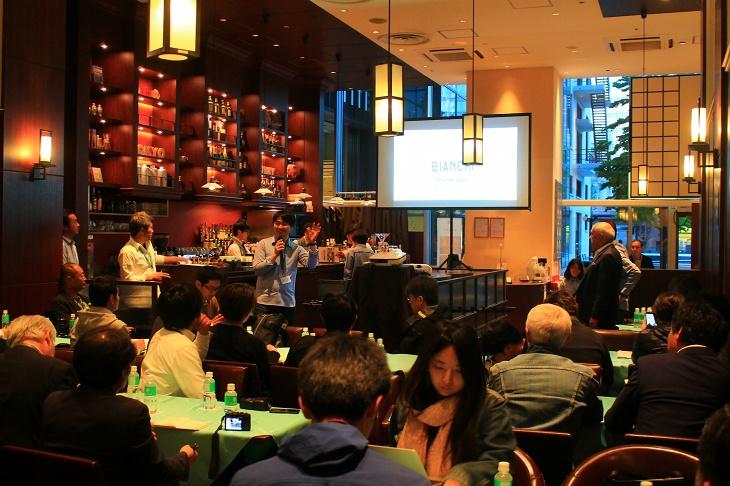 お洒落な雰囲気のカフェ&バーにてプレゼンテーションは行われた