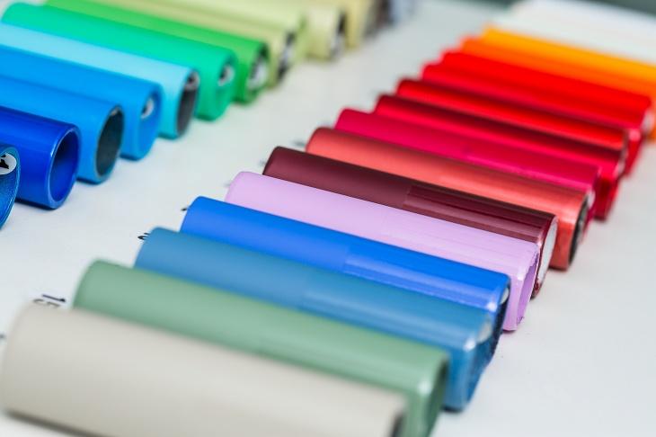 フレームカラーは全15色をグロスとマットの2種類のフィニッシュから選べる