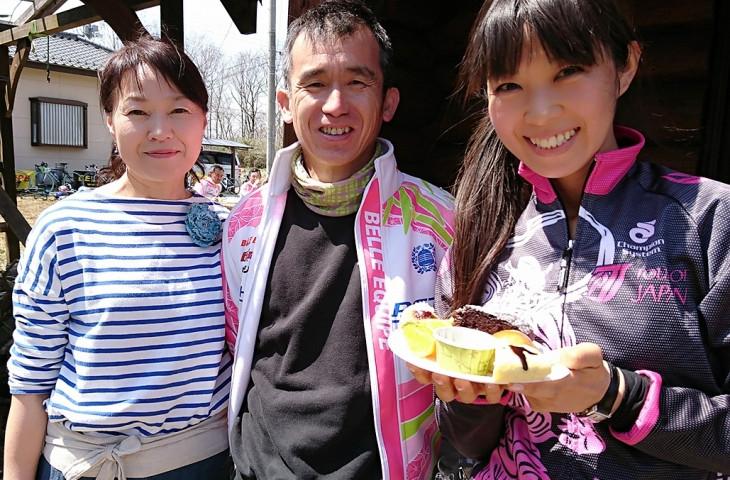 プラムラインの佐川さん(左)とベルエキップ遠藤さん(中央)