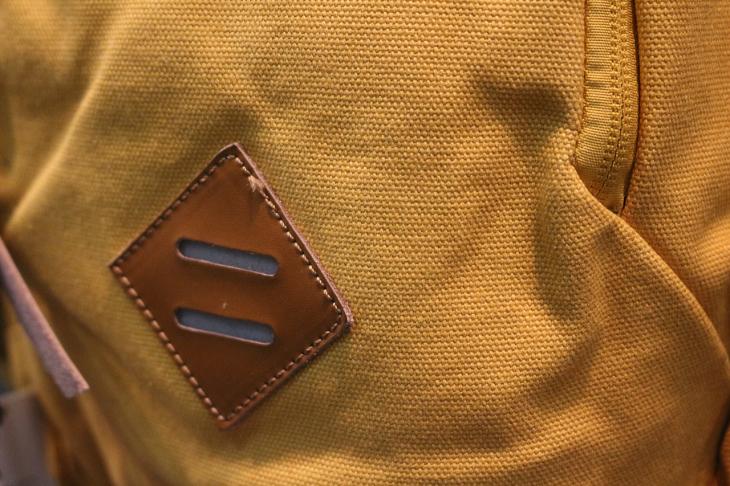 レザーなども素材に採用しているため、ルックスはカジュアルバッグのよう