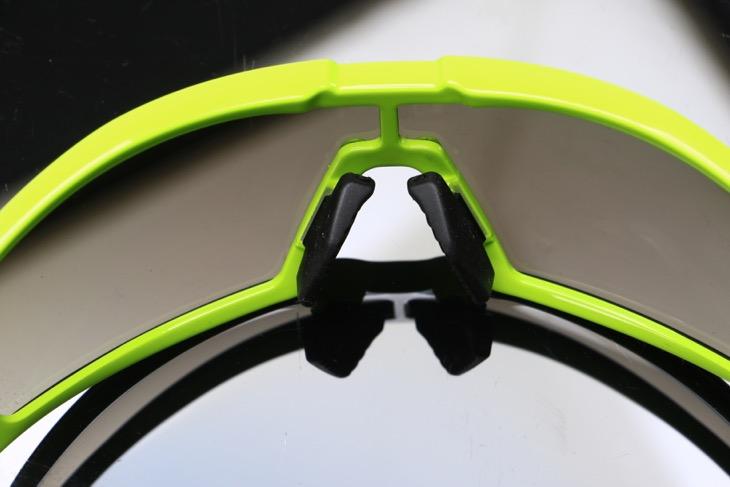 ノーズパッドは交換式。高さの異なる2タイプが付属する