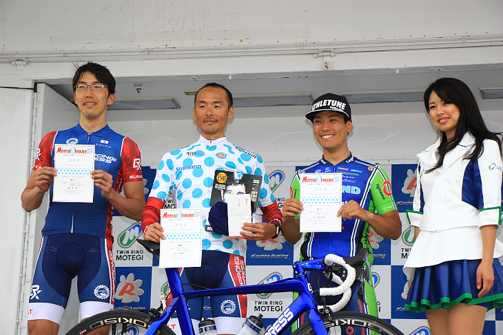 7時間エンデューロ ソロ表彰式。優勝は高岡亮寛選手(Roppongi Express)