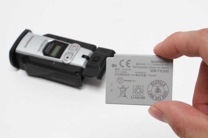 バッテリーが脱着可能となったため、予備バッテリーでいざという時の対応を可能とした