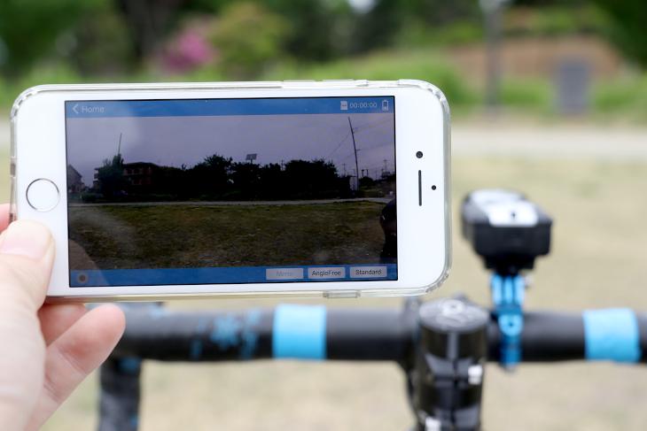 スマートフォンアプリを使用することで、画角調整を行える