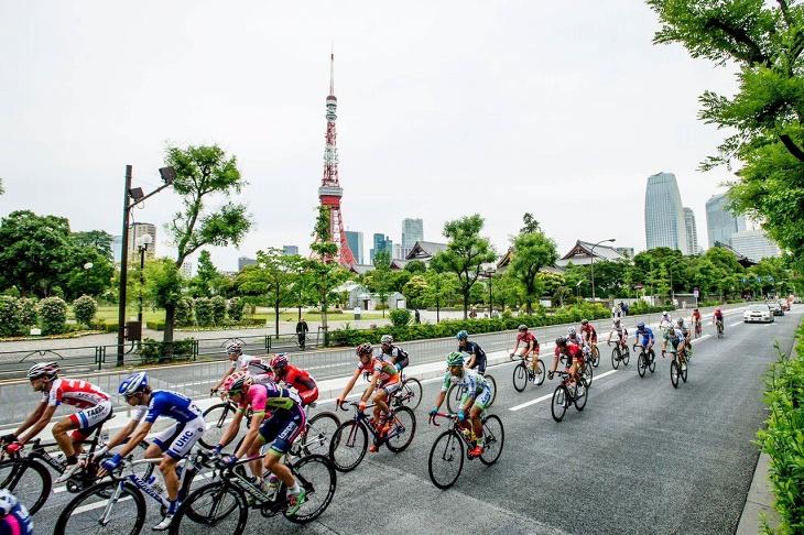 東京タワーを尻目に進むプロトン