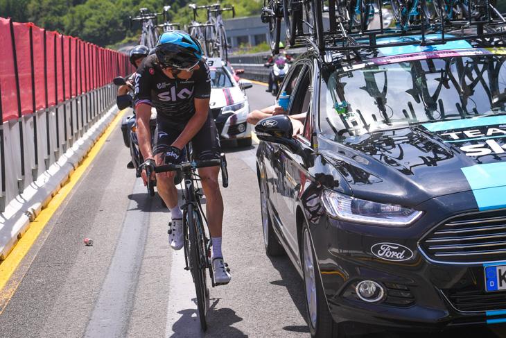 第12ステージで膝を気にしながら走るゲラント・トーマス(イギリス、チームスカイ)