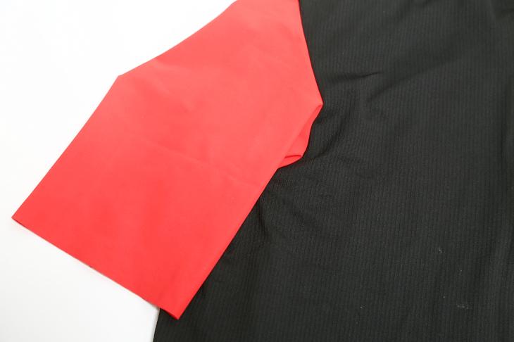 ブラックをベースにレッド、イエロー、ブラックの袖カラーがラインアップ