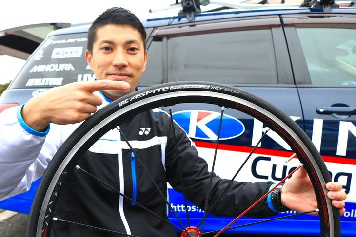 改善点はないほどに完成されているタイヤと語る石田哲也監督(キナンサイクリングチーム)