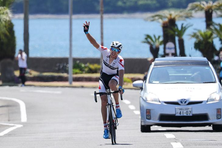 95kmを逃げ続けたダミアン・モニエ(ブリヂストンアンカー)が優勝