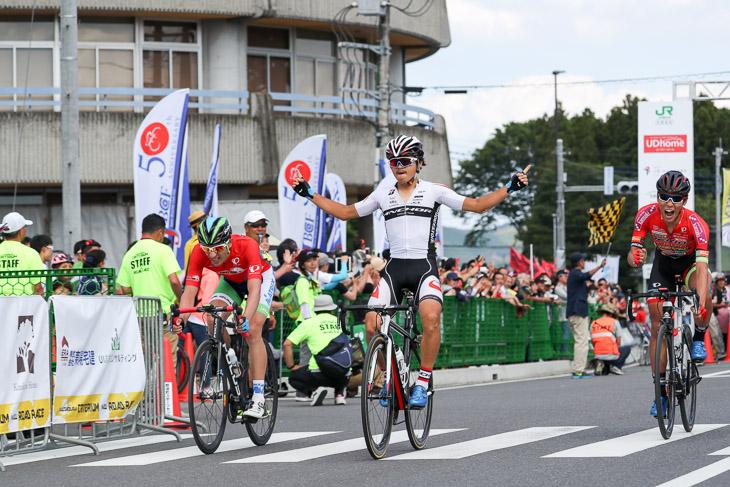 鈴木龍(ブリヂストンアンカーサイクリングチーム)が初開催のレースを制する