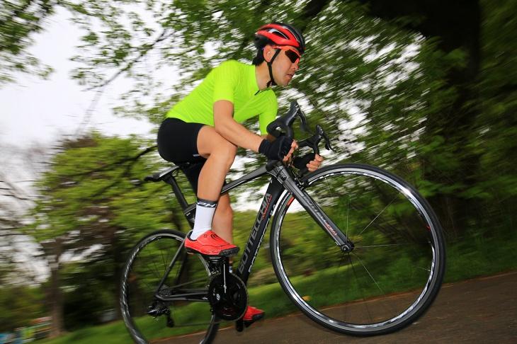 「たわみのない剛性感はまさしくピュアレーシングな味付け」杉山友則(Bicicletta IL CUORE)