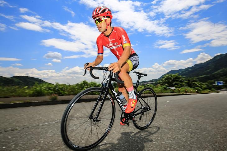 足周りとフロント周りの軽さが相まって想像以上に軽快に走るバイクに進化した、と安藤光平さん(Bicicletta SHIDO)