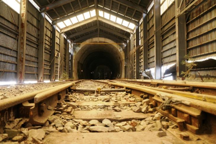 引き込み線をさらに奥まで進んで行った先にもスノーシェッドが!当時は相当な規模の駅だったことが伺えます