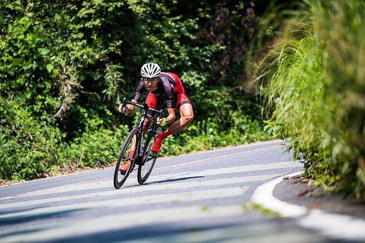 新型Tarmacで普段の練習コースを走った新井さんは、この日峠の区間で自己ベストタイムを叩き出した