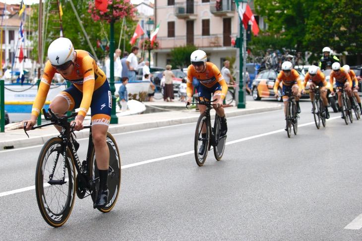 最速タイムでフィニッシュしたブールス・ドルマンス・サイクリングチーム