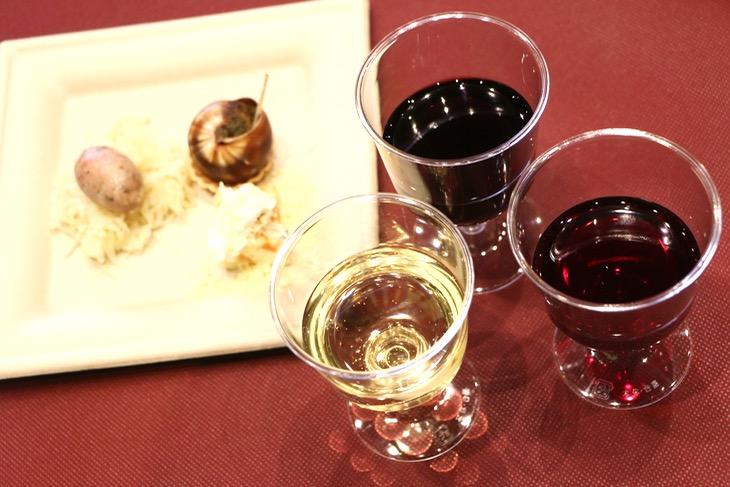 参加者に振る舞われたワイン3種とおつまみ