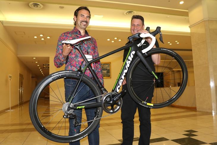 サーヴェロのフィル・ホワイト氏(左)と、シニア製品ディレクターのフィル・スピアマン氏(右)