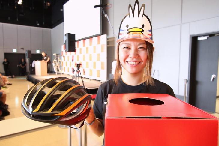 スペシャライズドのトリビアクイズでは最高級ヘルメットが当たりました