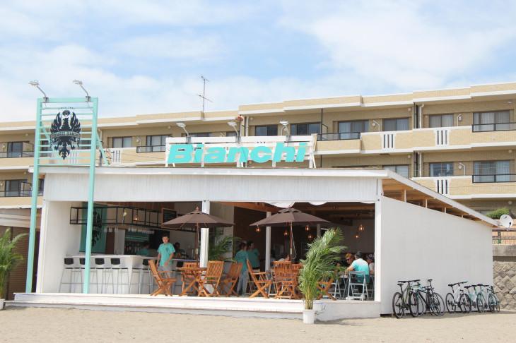 逗子海岸にオープンしたビアンキビーチハウス
