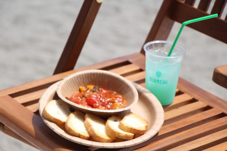 パスタのほかにもカポナータなどイタリア料理が用意されている