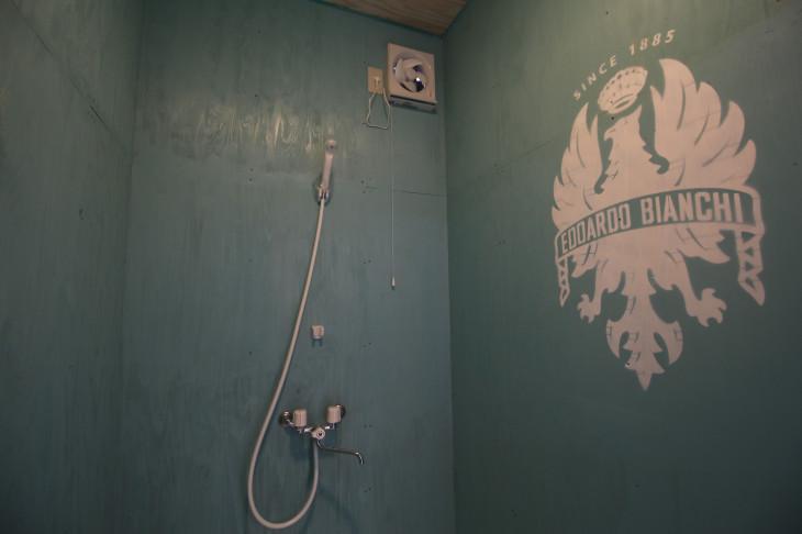 チェレステカラーのシャワールーム