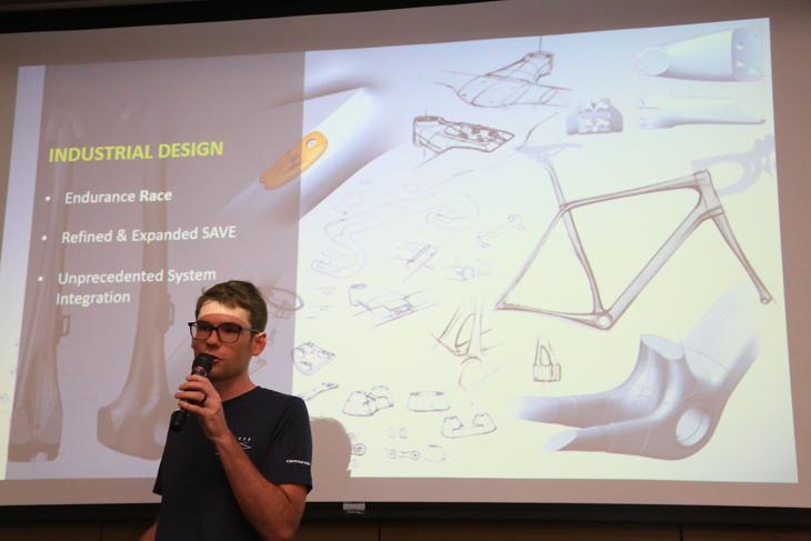 「すべてのデザインを見直し、リ・エンジニアリングした」とイアン・スッラ氏