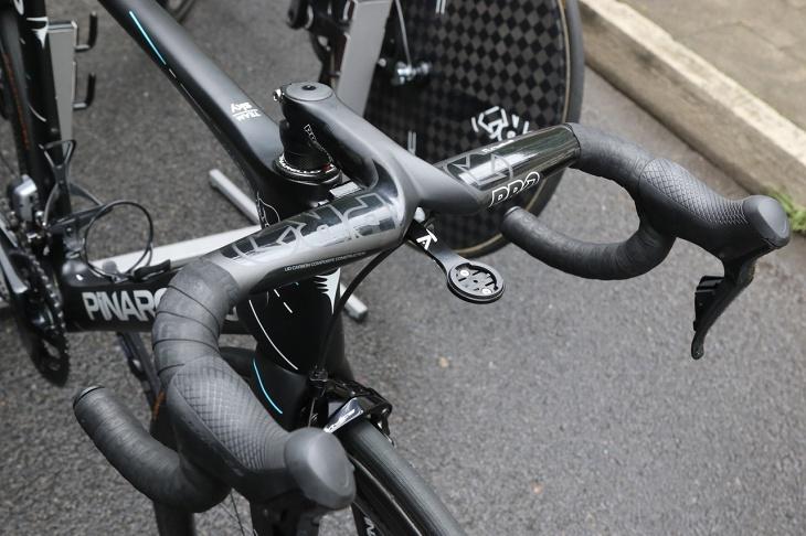 クリストファー・フルーム(イギリス、チームスカイ)のバイクにはPROのステム一体型ハンドルSTEALTH EVOがアッセンブルされている