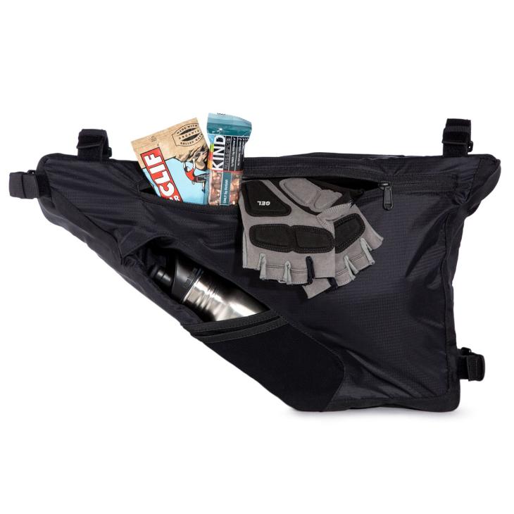 バッグにボトルを収納するユニークな設計が採用される