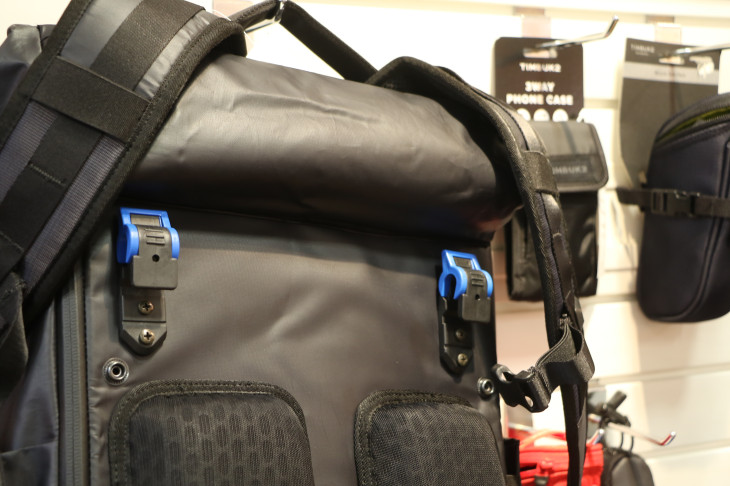 パニアバッグとしては固定フックが用意されているDeply Convertible Pack