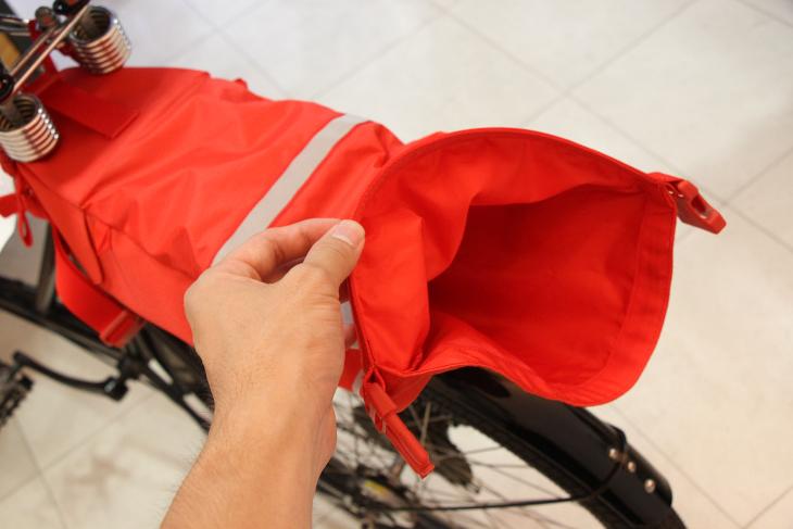 ロールトップとしているため、荷物の量に合わせて柔軟にバッグの容量も変化させることが可能だ