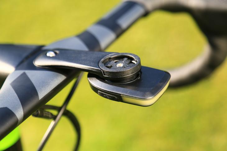fabric製のLumarayライトを取り付けられる専用ブラケット