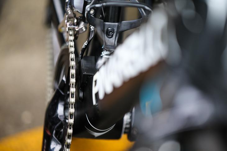 チェーン脱落防止の加工が施されたクリストファー・フルーム(イギリス、チームスカイ)のバイク