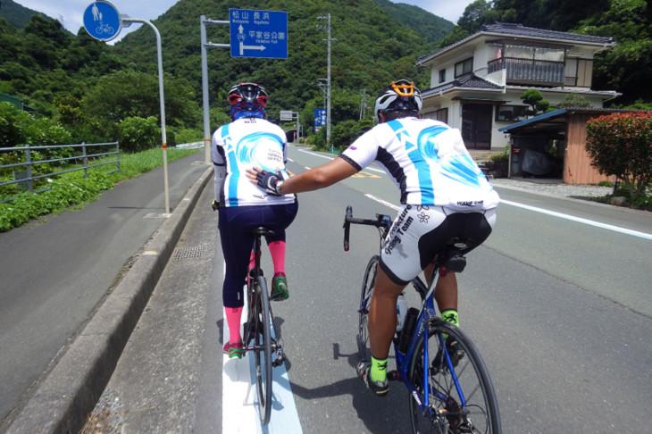 瞽女ヶ峠のトンネル抜ければ瀬戸内海「ジャヨー!(がんばれ!)」