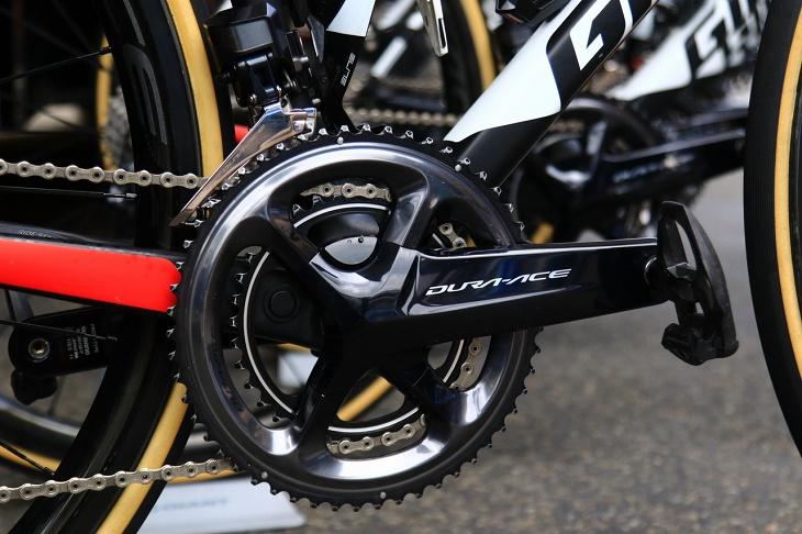 ワレン・バルギル(フランス、サンウェブ)のバイクに搭載されたまもなく販売予定のパワーメーター一体型FC-R9100-Pクランク