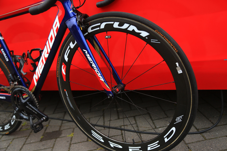 ホイールはフルクラムのSPEEDシリーズ。タイヤはコンチネンタルのCOMPETITION PRO LTD