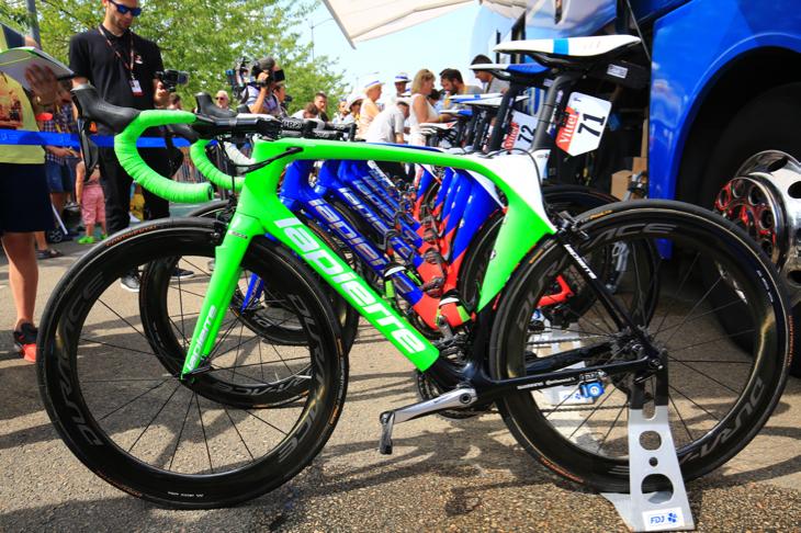 デマールがマイヨヴェールを獲得するとグリーンカラーのスペシャルバイクが投入された