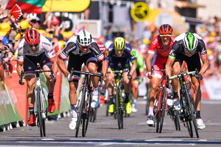 第16ステージで集団スプリントを制したマイケル・マシューズ(オーストラリア、サンウェブ)