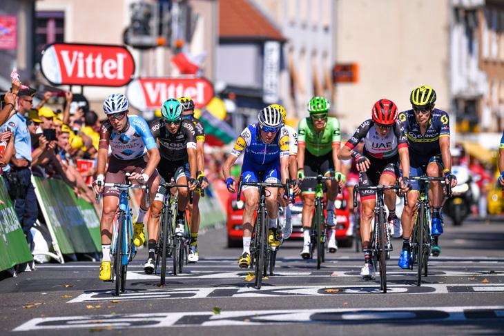 51秒失ったダニエル・マーティン(アイルランド、クイックステップフロアーズ)やルイス・マインティーズ(南アフリカ、UAEチームエミレーツ)