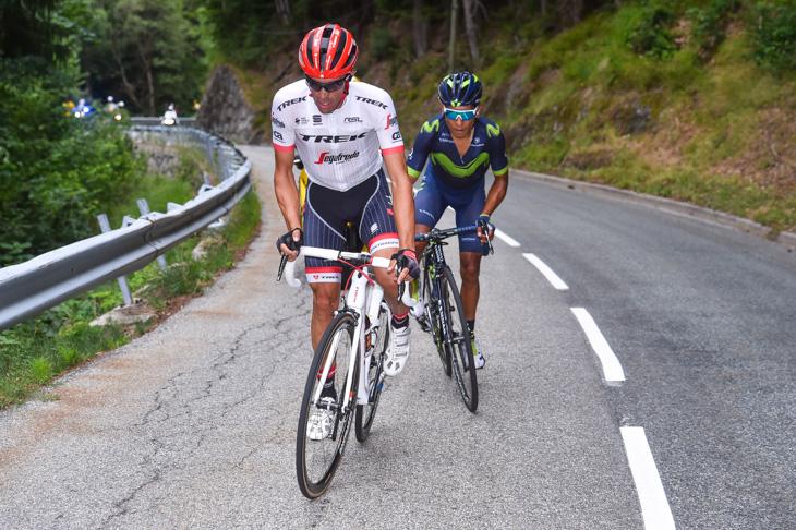超級山岳クロワ・ド・フェール峠でメイン集団から飛び出したアルベルト・コンタドール(スペイン、トレック・セガフレード)とナイロ・キンタナ(コロンビア、モビスター)