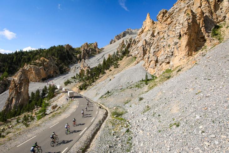 イゾアール峠の「カスデゼルト」を通過するグルペット