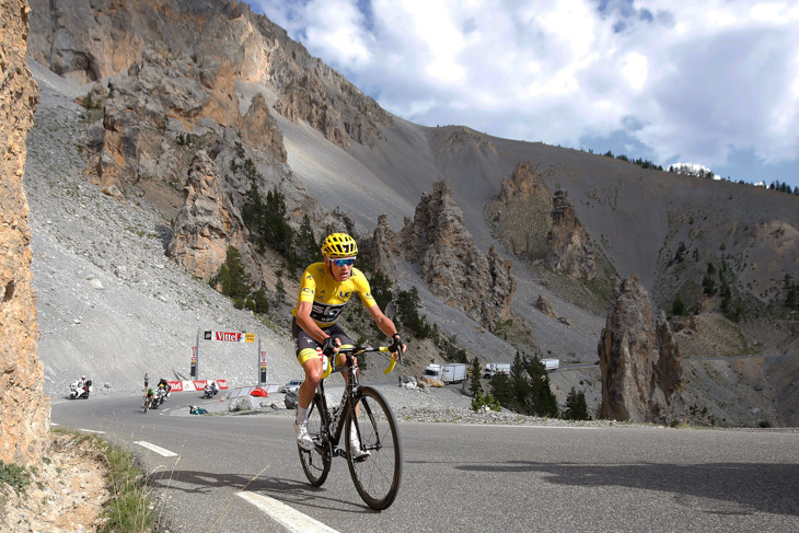 イゾアール峠の「カスデゼルト」を走るクリストファー・フルーム(イギリス、チームスカイ)