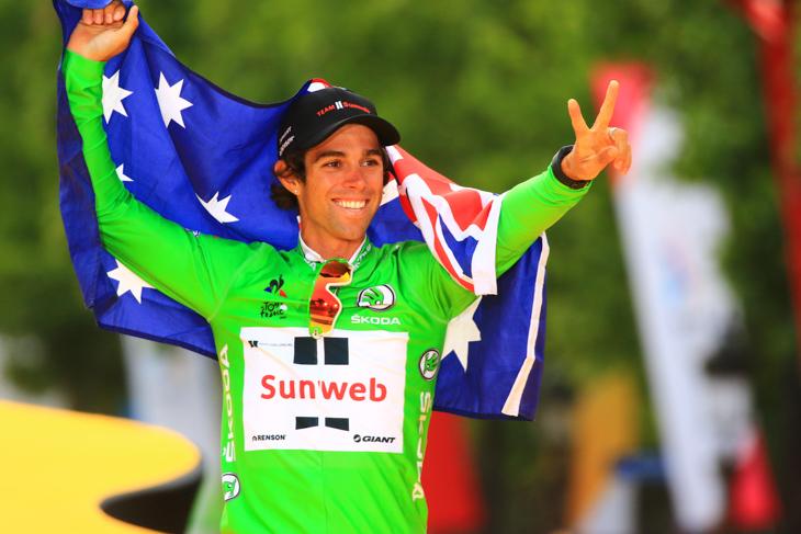 マイヨヴェールを獲得したマイケル・マシューズ(サンウェブ)がオーストラリア国旗とともに