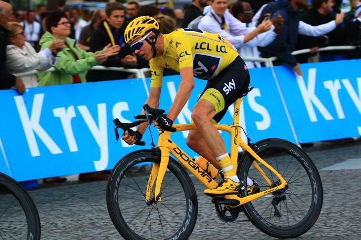 全身黄色で揃えたクリストファー・フルーム(イギリス、チームスカイ)
